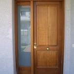 Puerta madera con fijo en cristal